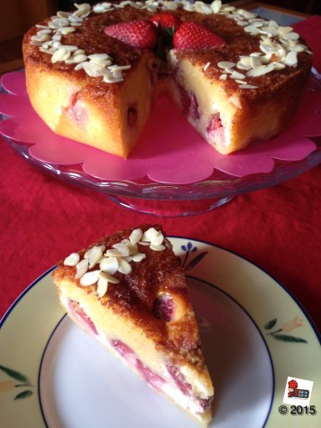 Strawberry and Cheesecake cake http://wp.me/p2x5x0-1lT