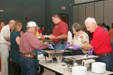 Volunteers serving free Thanksgiving dinners in New Braunfels.