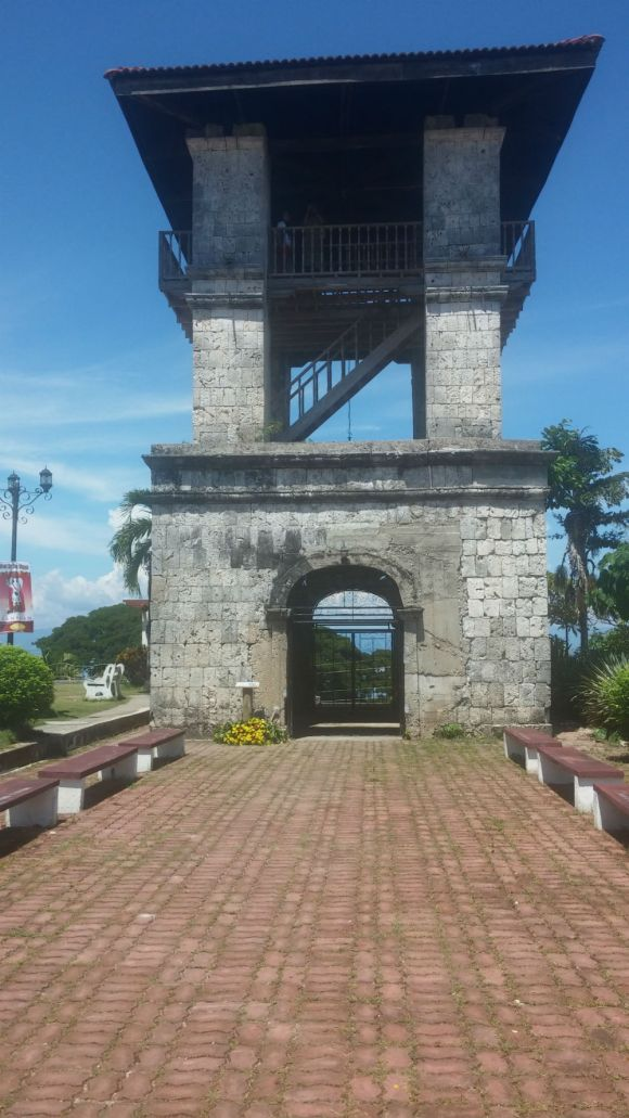 A painstaking restoration of the original watchtower, the Campanario de Antigua in Samboan formed part of a series of fortifications in southern Cebu aimed at providing coastal settlements early warning of pirate raids during the Spanish colonial era.