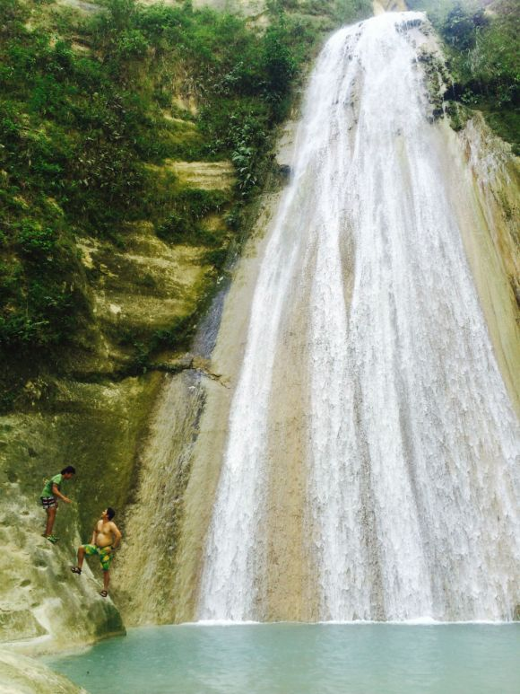 Da-o Falls is the tallest waterfall in Samboan, if not the whole of Cebu. It is a 90 feet vertical drop of water in lush surroundings of endemic and other tree and plant species.