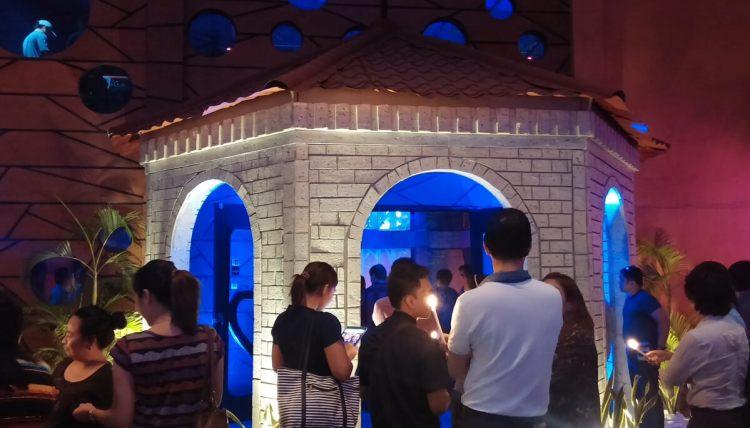 ENTRANCE TO BALLROOM. A replica of the Magellan's Cross kiosk serves as entrance to the ballroom.