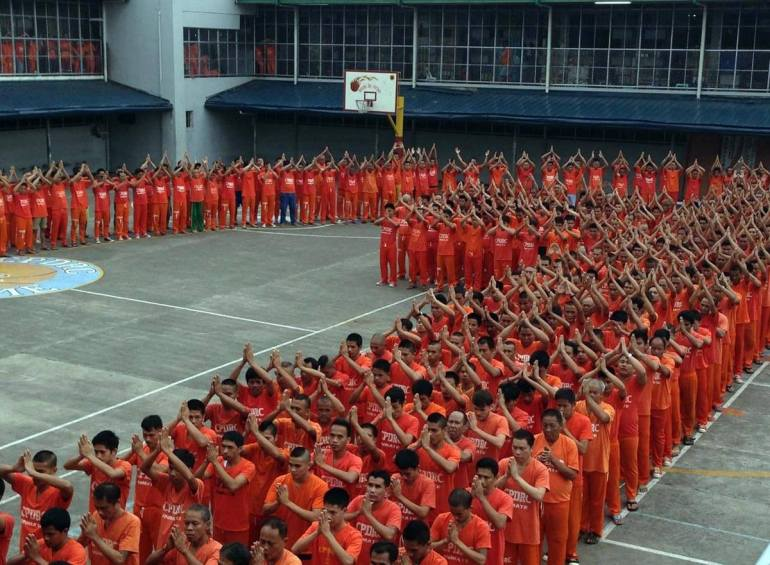 HONORING THE POPE. Inmates of the Cebu provincial jail dance to honor and thank Pope Francis for visiting the Philippines. (Photo from the Cebu Provincial Government Facebook Page)