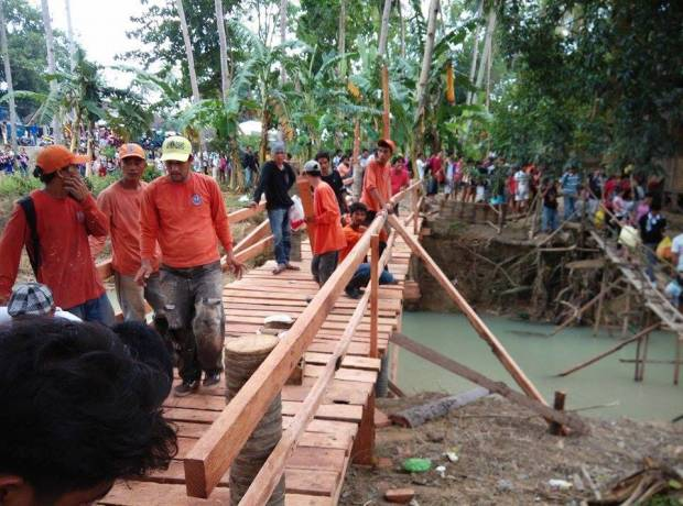 Sibonga foot bridge