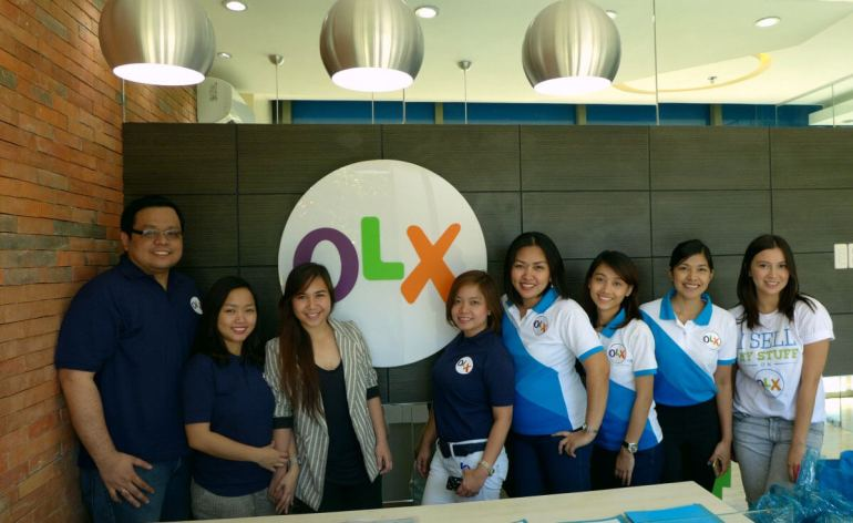 OLX OFFICE IN CEBU. (From left) OLX Philippine founders RJ Davide and Arianne David, Cebuano singer and OLX brand ambassador Jewel Villaflores with the OLX team in their new office in the Cebu Business Park. At 5th from left is OLX Cebu senior marketing manager Regina Aguilar. (Photo by Max Limpag)