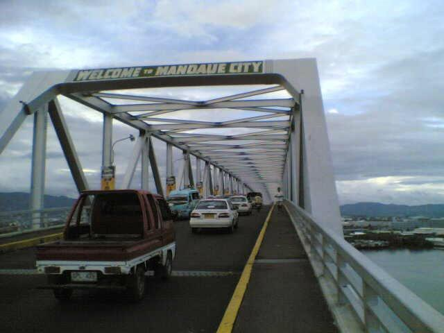 30-DAY RELIEF.  Commuters who pass through the Mandaue-Mactan bridge get a relief after authorities decided to allow two-way traffic for a month.