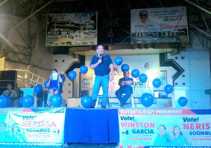 Winston Garcia, One Cebu's candidate for Cebu governor, talks about his plans during a campaign outing. (Photo from the Garcia's FB page)