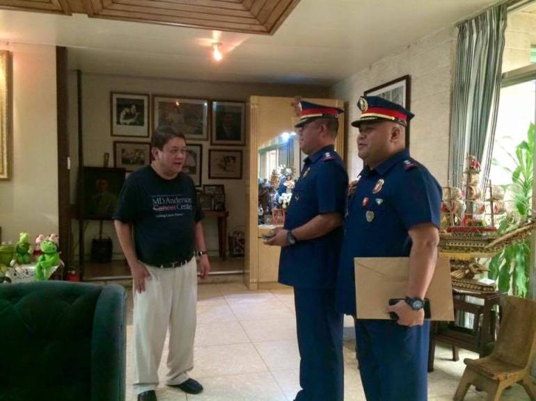 NOT HAPPY. Tomas Osmena with Superintendents Rex Derilo and George Ylanan, who like Chief. Supt. Patricio Commendador, were reassigned outside Cebu in a major PNP revamp. Osmena cut support to the PNP after that move. (Photo from Tomas Osmena's Facebook page)