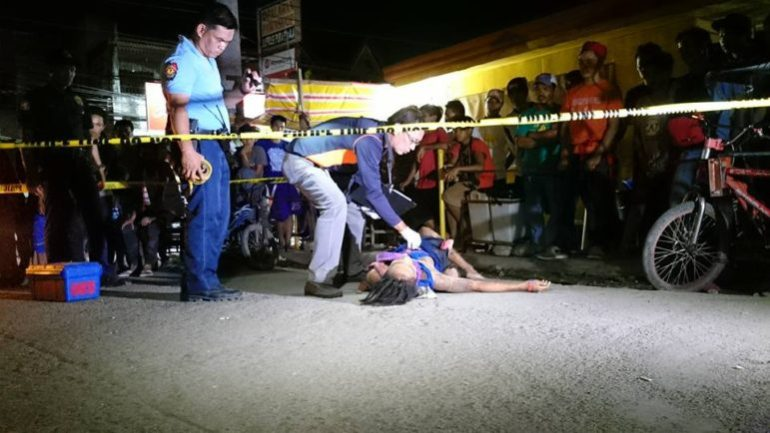 POLICE PROMISE.  This file foto shows police checking on a victim of one of the shooting incidents in Cebu. The police has promised to probe the case of a 3-year-old girl in Consolacion, who was hit when gunmen opened fire on a suspected pusher.