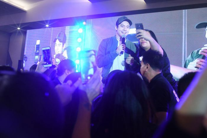 Actor Jameson Blake serenades the retailers during the Amazing Ka-Partner convention held at SMX Davao.