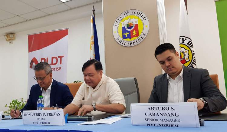 AGREEMENT. Mayor Jerry P. Treñas are joined by PLDT Enterprise One Visayas AVP and Head Jimmy V. Chua and PLDT Enterprise Senior Manager Arturo S. Carandang during the signing of the MOA for Google Station at the Iloilo City Hall.