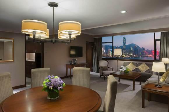 Marco Polo Hong Kong De Luxe suite.