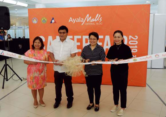 CAREER FAIR OPENING. Cebu City Mayor Edgardo Labella leads the opening of the jobs fair to sign up workers for the Ayala Malls Central Bloc. With Labella are (from left) Ayala Malls VisMin Head Clavel Tongco, Ayala Center Cebu General Manager Bong Dy, and Ayala Malls Central Bloc Operations Manager Mabel Peñas. The career fair will be held from October 7 to 8 at the Activity Center of Ayala Center Cebu.