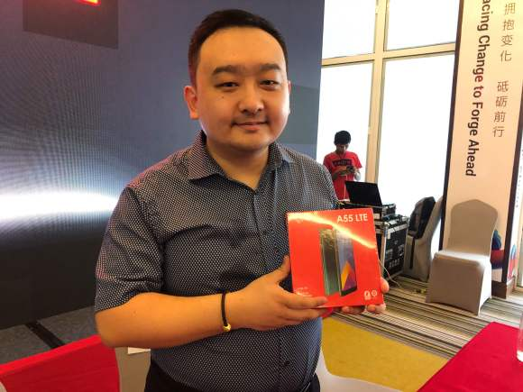 itel Country Manager Lei Zhang with the A 55