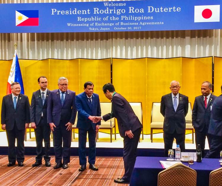 President Duterte with Ichiro Egami, Taiheiyo Cement Corporation director and managing executive officer, during his visit to Tokyo last Oct. 30, 2017. With them are (from left) then Economic Planning Secretary Ernesto M. Pernia, then Foreign Affairs Secretary Alan Peter S. Cayetano and other Japanese business leaders.