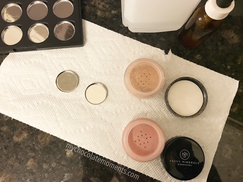 4 Tips For Traveling With Mineral Makeup To Reduce The Mess