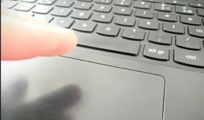 Survoler le trackpad de votre Chromebook permettra d'interagir avec lui