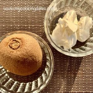 Kiwis rellenos de queso crema