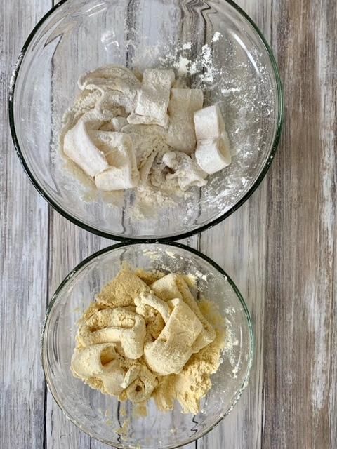 Calamares rebozados con harina de trigo y harina de garbanzos