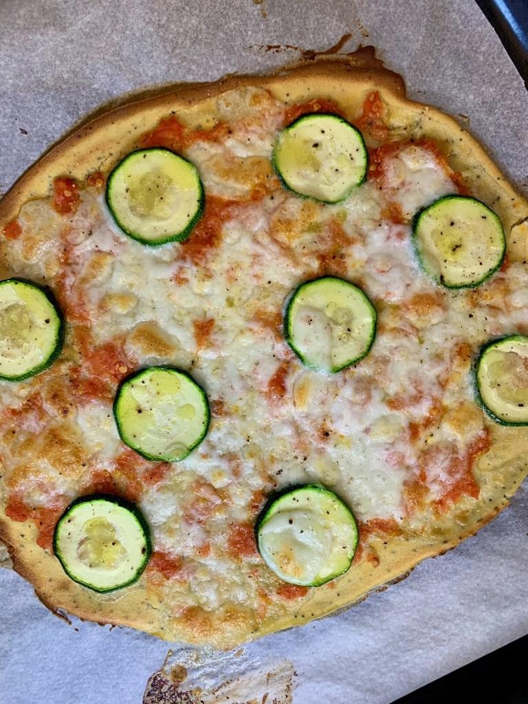 Pizza con base de harina de garbanzos