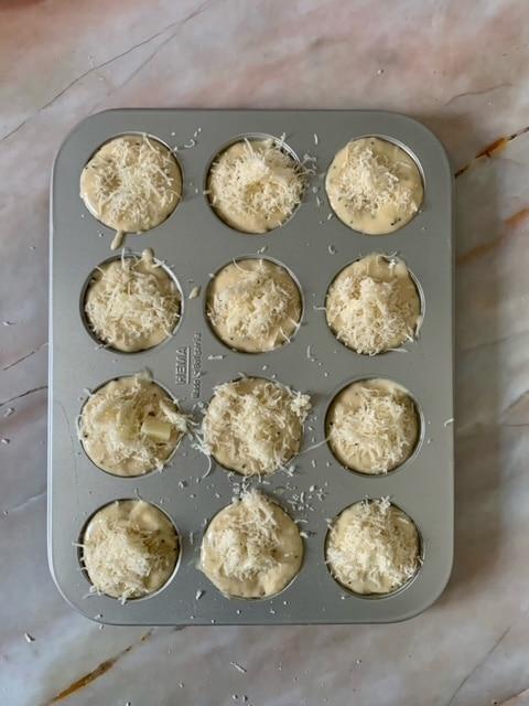 Rellenamos los Moldes para nuestro Pan de queso