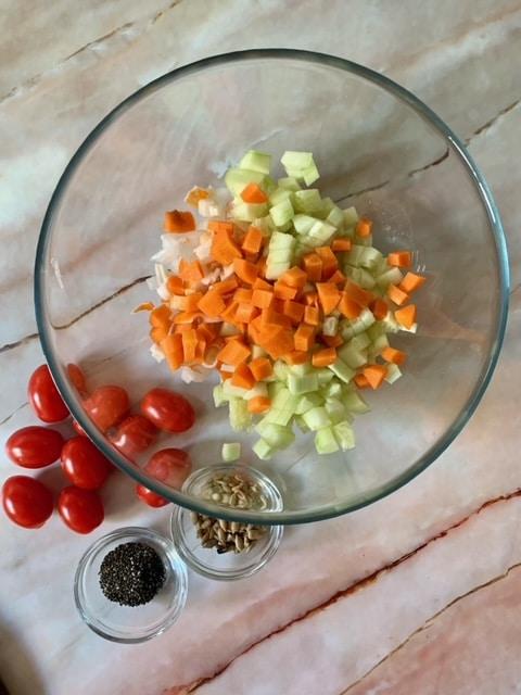 Añadimos la zanahoria picada