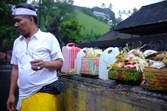 balinese-man-praying