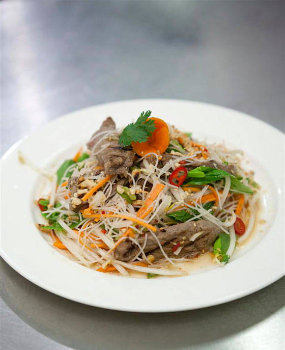 lemongrass-grilled-beef-noodle-and-herbs-salad-vietnamese