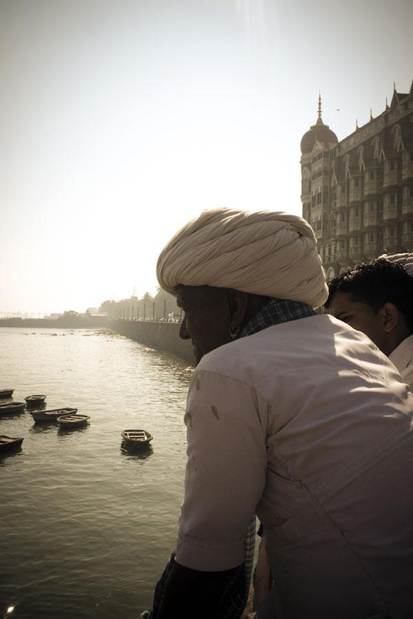 man-at-gateaway-of-india