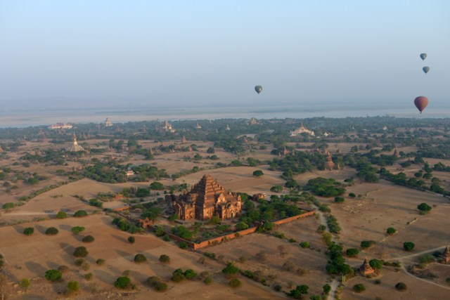 balloon-over-bagan-3