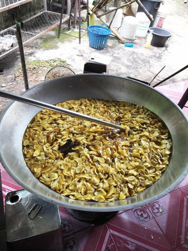 banana-chips-inthe-making-chiang-mai