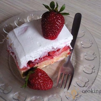 The Best Cake With Yummy Strawberries
