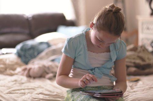 bed blond hair child 1313972 - ¡Aleja a tus niños pequeños de las pantallas!