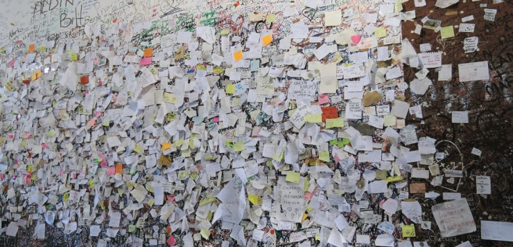 Messages outside Juliet's house