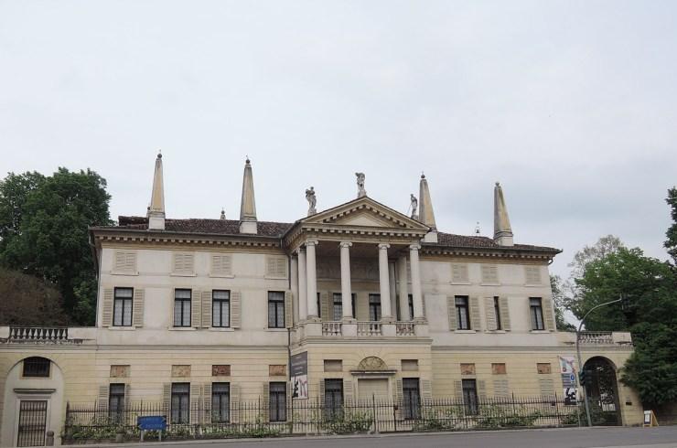 Villa Foscarini Rossi, Facade