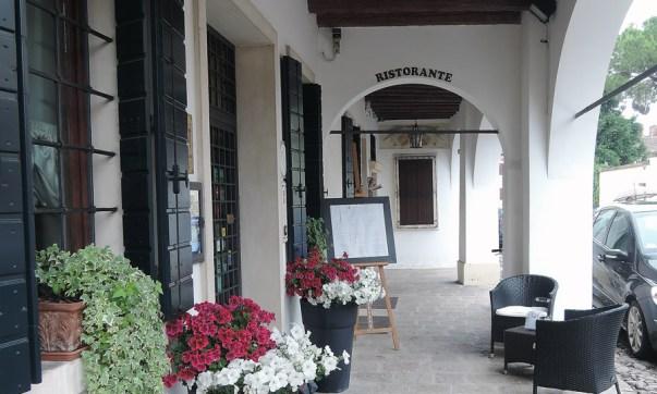 Hostaria di San Benedetto, Entrance