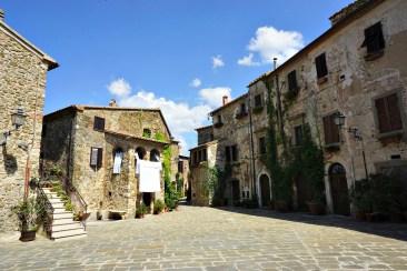 Piazza del Castello, Montemerano