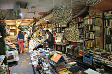 Gondola, Acqua Alta bookshop