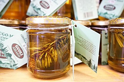 Honey with pine cone