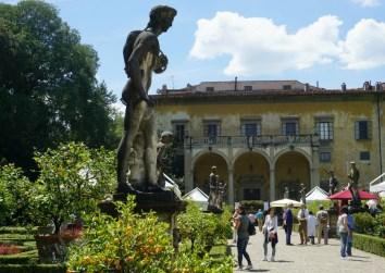 Artigianato e Palazzo stands
