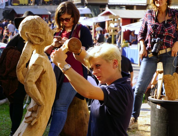 Artisan sculpting
