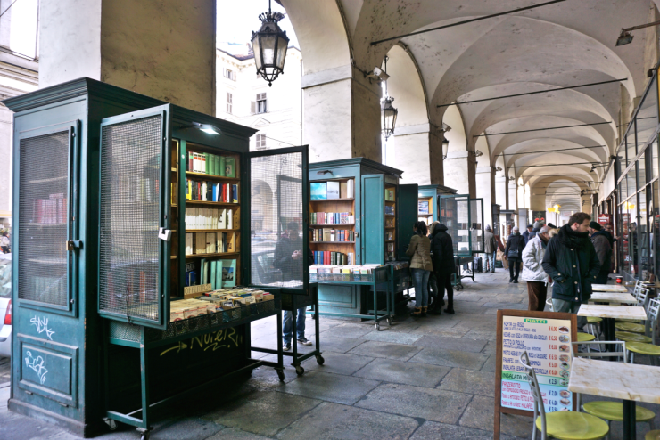 Book kiosks along via Po