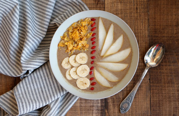 Pear, banana and date smoothie bowl | My Cosy Retreat