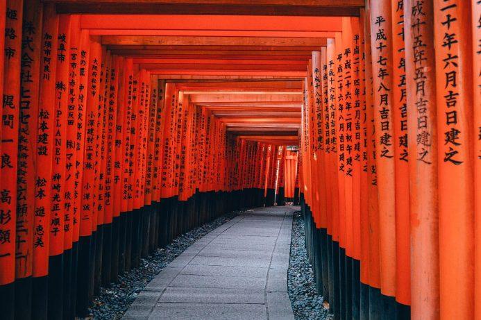Les milliers de toriidu célèbre sanctuaire Fushimi Inari-taisha.