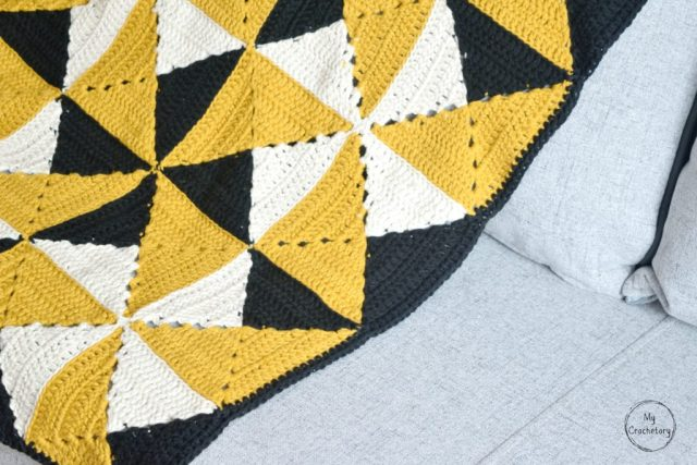 Granny Pinwheel Blanket - free pattern with photo tutorial by www.mycrochetory.com