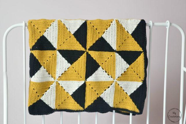 Granny Pinwheel Blanket - free pattern with photo tutorial by www.mycrochetory.com