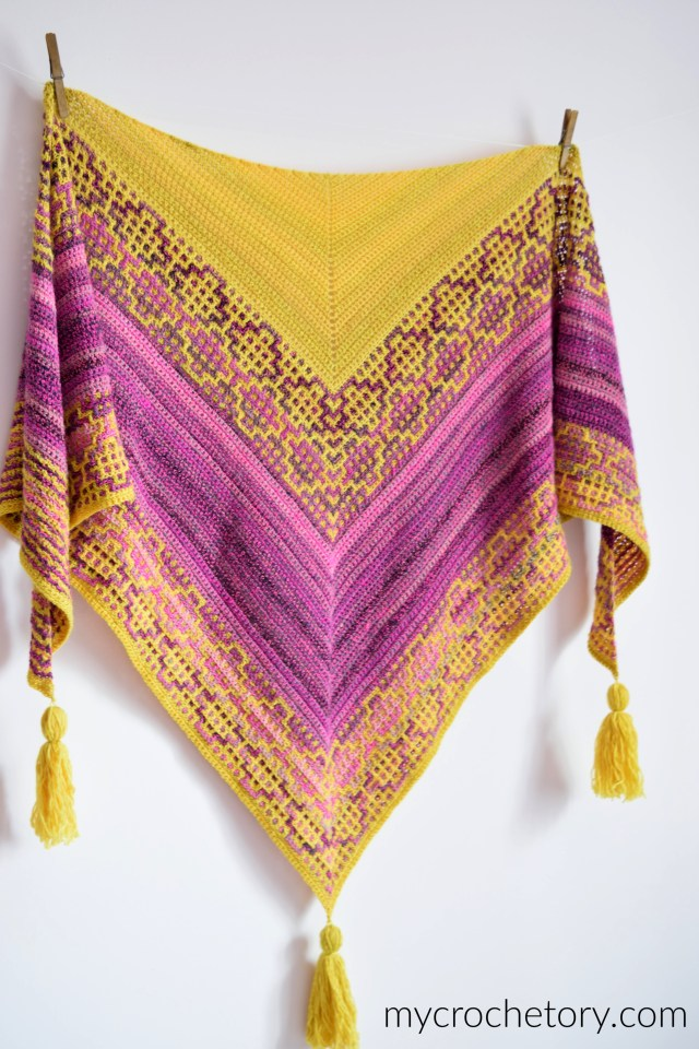 Carina Mosaic Crochet Shawl - free crochet pattern with step-by-step mosaic crochet tutorial.