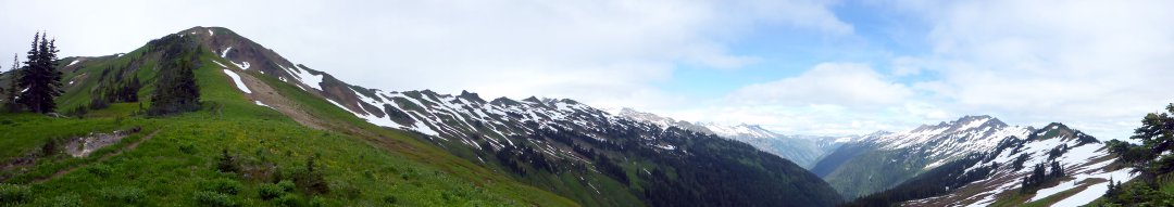 Pano toward Glacier Peak from White Pass