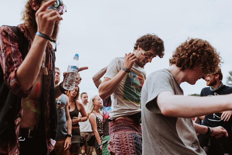 festival-feesten-zomer-mensen-schmink