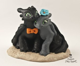 Night Fury Couple in the Sand Cake Topper