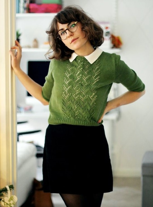 30-preppy-look-with-a-green-sweater-and-a-white-shirt-a-black-mini-skirt
